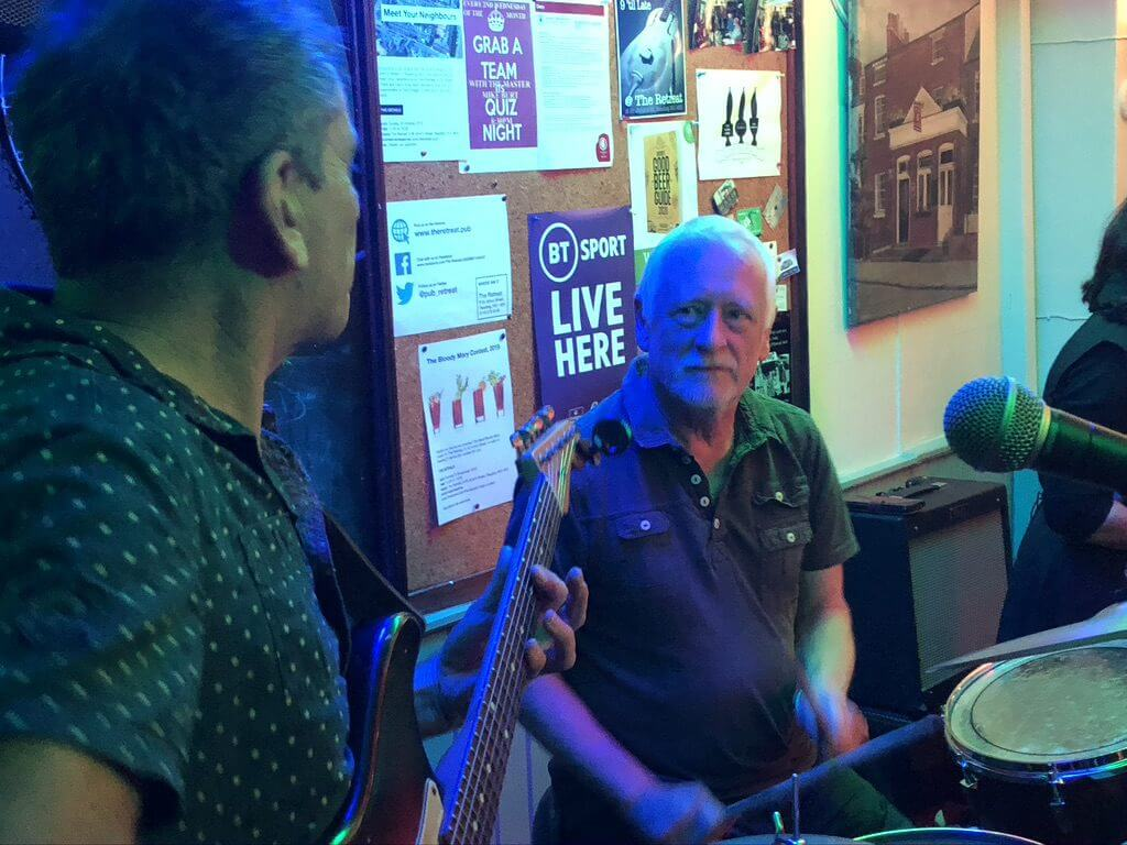 Dave Gray and Hamish Stewart playing live at The Retreat pub in Reading.