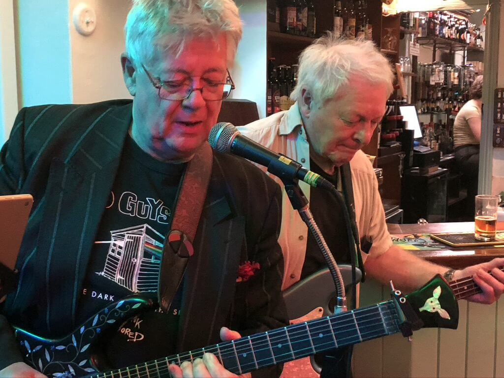 "John ""Dusty"" Dunsterville and Les Calvert playing live at The Retreat pub in Reading."