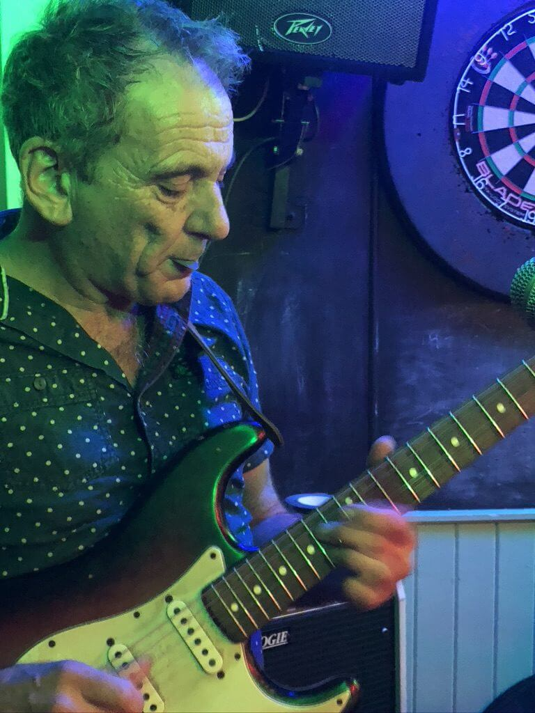 Dave Gray playing live at The Retreat pub in Reading.