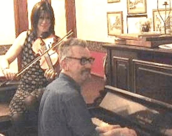 The Retreat pub in Reading - Colm Daly on the piano