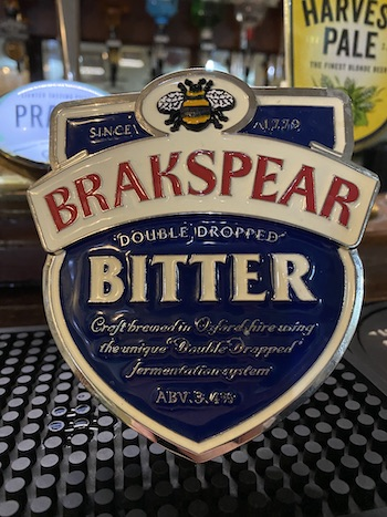 Brakespear Bitter at The Retreat